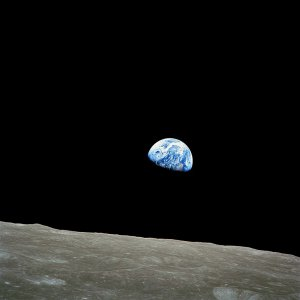 768px-NASA-Apollo8-Dec24-Earthrise.jpg